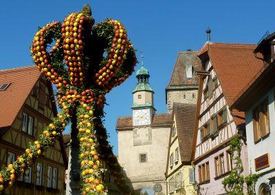 c)Rothenburg Tourismus Service _ABöttger_Osterbrunnen